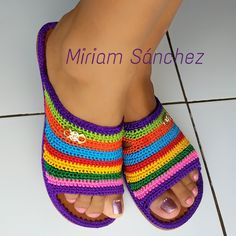 Crochet Sandals, Crochet Shoes, Crochet Slippers, Baby Blanket Crochet, Crochet Baby, Crochet Needles, Easter Bunny Decorations, Crochet Patterns For Beginners, Learn To Crochet