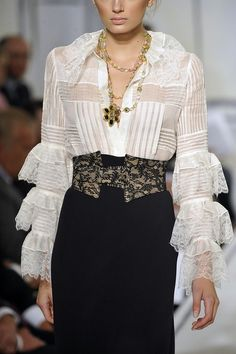 Oscar de la Renta Spring 2009 // I love a lovely white blouse anytime any season.