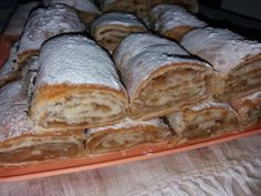 placinta cu mere cu foi de casa (34) Strudel, Romanian Desserts, Romanian Food, Sweet Recipes, Cake Recipes, Bread And Pastries, Russian Recipes, Sweet Memories, Deserts