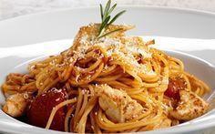 Spaghetti med kylling og tomatsauce