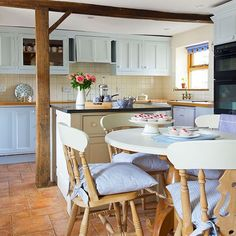 Pale blue and oak kitchen | Kitchen decorating | 25 Beautiful Homes | Housetohome.co.uk