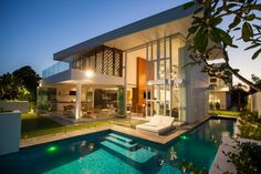 Promenade Residence is a contemporary, waterfront residence that was created by BGD Architects and is located in Queensland, Australia. Custom double-height sliding doors enable views and breezes from the ocean to be enjoyed throughout the house.