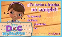 Tarjeta de cumpleaños de doctora-juguetes