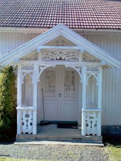 Svalegang/ inngangsparti | fasadedekor.no House Trim, My House, Beautiful Architecture, Architecture Details, Fairytale House, Chalet Design, Porches, Gazebo, Pergola