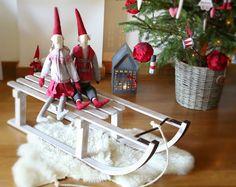 Quando For Grande Quero Ser Mãe...: Por aqui...~~~~The sled, pixies and Christmas tree in a basket~~~~~