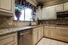 Kitchen Staged by Home Staging Services of North Tx - Vickie Harvey