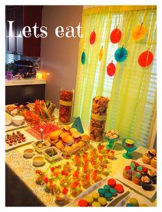 Neon Party Food table http://takethepartyoutside.com/wordpress/