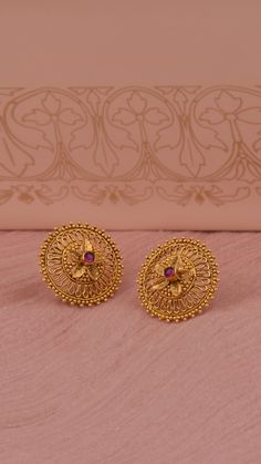 Jewelry OFF! Gold florals layered atop the earrings with fine granulation Gold Jhumka Earrings, Jewelry Design Earrings, Gold Earrings Designs, Cuff Jewelry, Antique Earrings, Jewellery Designs, Gold Jewellery, Gold Jewelry Simple, Gold Wedding Jewelry