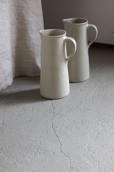 grey pottery jugs: to use for utensil holders 천(텍스쳐)과 함께 연출