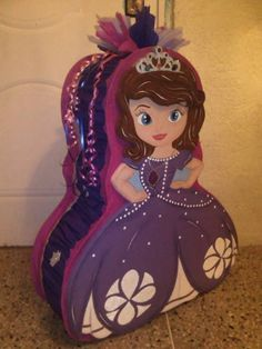 piñatas princesa sofia Princess Pinata, Princess Sofia Birthday, Princess Party, Birthday Pinata, 3rd Birthday Parties, 2nd Birthday, Princesa Sophia, Sofia Party, Ideas Para Fiestas
