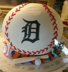 Detroit Tigers cake at Josef's bakery in GPW MI, picture from Katie Hufnagel.