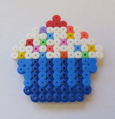 cupcake magnet made of hamabeads By *NooNoo*