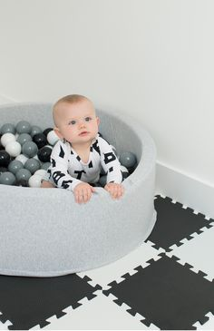 Mini Be Ball Pit - Monochrome. Lys grå