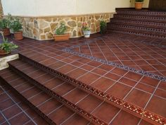 Tile for step facing will help you transform the space - Staircase design Porch Tile, Patio Tiles, Mexican Courtyard, Spanish Style Decor, Tile Stairs, House Outside Design, Mexico House, Porche, Hacienda Style