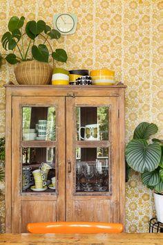 Cottage Renovation, Cottage Living, Retro Home, Brainstorm, China Cabinet, Beautiful Homes, Sweet Home, Art Deco, Interior Design