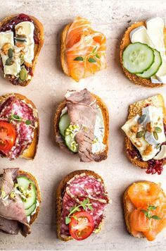Options are a beautiful thing. Bruchetta, Tostadas, Appetizer Recipes, Appetizers, Tomate Mozzarella, Food Humor, What To Cook, Breakfast Casserole, Light Recipes
