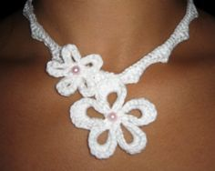 Flower necklace free crochet pattern