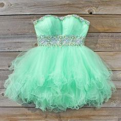 Mint green beautiful evening dress with diamond middle. Perfect for feeling girly and glamorous. RH <3
