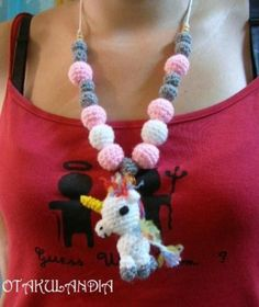 Collar de lactancia y porteo Mod. Unicornio Blanco - diseñado, creado y realizado a mano en crochet... perfecto para que el bebé se distraiga agarrándolo y tirando de él mientras le das sus tomas, le porteas o le tienes en brazos.