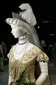 1907 Court gown & train London, England by Redfern (Fashion Institute of Design and Mechandising Museum and Galleries - Los Angeles, California USA) bodice and headdress