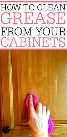 Grease splatters on cabinets? Check out how to remove grease from kitchen cabine… Grease splatters on cabinets? Check out how to remove grease from kitchen cabinets. It only takes a few minutes to get them to shine! Household Cleaning Tips, Deep Cleaning Tips, Toilet Cleaning, House Cleaning Tips, Diy Cleaning Products, Cleaning Solutions, Spring Cleaning, Cleaning Hacks, Diy Hacks