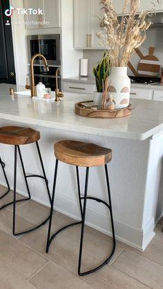Modern Kitchen Tables, Modern Bar Stools, Kitchen Stools, Modern Farmhouse Kitchens, Modern Kitchen Design, Interior Design Kitchen, Farmhouse Decor, Design Kitchen Island, Farmhouse Style Bar Stools