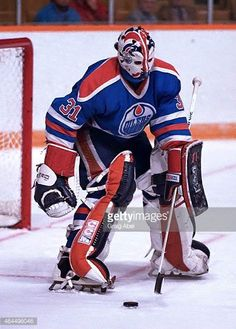 grant-fuhr-of-the-edmonton-oilers-stops-a-shot-against-the-toronto-picture-id464496046 (439×612)