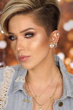 New Short Haircuts, Cute Hairstyles For Short Hair, Winter Hairstyles, Pixie Hairstyles, Pixie Haircut, Straight Hairstyles, Curly Hair Styles, Short Grey Hair, Short Straight Hair