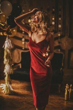 christmas photoshoot Stunning 50 Holiday Outfits W - New Year Photoshoot, Ideas Para Photoshoot, Glam Photoshoot, Inspiration Photoshoot, Mode Inspiration, Ny Dress, Holiday Outfits Women, Foto Fashion, Glamour