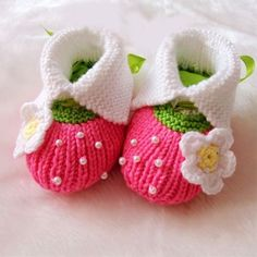 Like the look of these, but they are knit. Could possibly be converted to something similar in crochet?