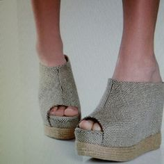 Beautiful Wedge !!!!! New!!!  Sizes: 7.5 - 8.5 Shoes