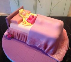 Apryl's cake has made us want to go to bed for a thousand years zzz... #disneycakes
