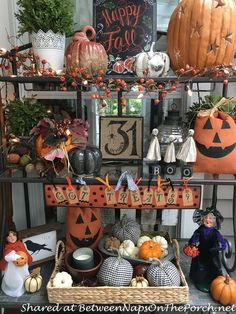 Fall Porch Decor Halloween Door Decorations, Halloween Home Decor, Holidays Halloween, Halloween Crafts, Halloween Displays, Fall Decorations, Halloween Costumes, Bakers Rack Decorating, Holiday Decorating