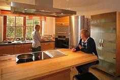 Mutter und Sohn in der Kirschbaumküche