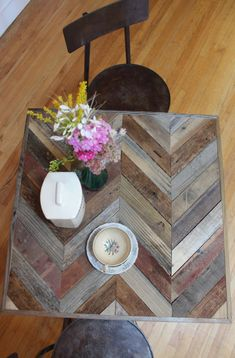 Chevron Reclaimed Pallet and Barn Wood Pub Bistro di newantiquity