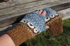 and matching Baa-ble Fingerless Mitts Crochet Mittens, Mittens Pattern, Crochet Gloves, Knit Crochet, Yarn Projects, Knitting Projects, Knitting Patterns, Knitted Headband, Knitted Hats
