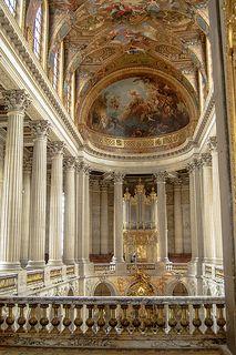 The royal chapel at Chateau de Versailles near Paris France. Baroque Architecture, Beautiful Architecture, Beautiful Buildings, Beautiful Places, Fontainebleau, Palace Of Versailles, Chapelle, Travel Aesthetic, Paris France