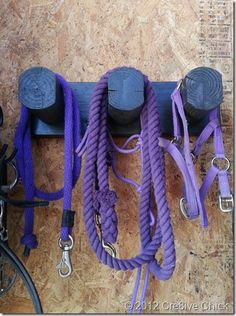 Trensenhalter, Sattelhalter fuer die Sattlekammer selbstgemacht, guenstig und stabil aus Holz, Anleitung mit Fotos, diy halter, tack and bridle hook, saddle holder, wood, inexpensive, cheap, sturdy, tackroom, step by step instructions with pictures Cre8ive Chick #cre8ivechick www.cre8ivechick.blogspot.com