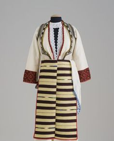 This hand woven apron is an excellent example of the key element of the splendid traditional costumes worn in Macedonia up until the mid 20th Century. This apron made by Cveta Naumovska was passed down to her daughter Blaguna Nikolovska who brought it with her when she migrated to Port Kembla, south of Wollongong in 1997.