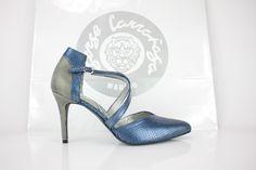 #zapatos #salon #piton #azul #blue #python #metal #shoes #chaussures #scarpe #sabates #schuhe #oinetakoak #moda #madrid #madeinspain #calzado #artesanal #fashion #custommade BUY//COMPRAR: www.jorgelarranaga.com/es/home/474-492.html