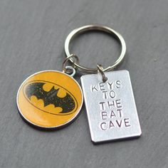 batman-keychain-bat-cave-keyring-gifts