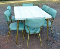 Vintage Dinette Set Aqua Gold Mid Century Formica Kitchen Dining Table Chairs This would be perfect in my kitchen! Vintage Table, Vintage Kitchen, Vintage Decor, Vintage Stuff, 50s Kitchen, Vintage Dishes, 1960s Furniture, Vintage Furniture, Kitchen Furniture