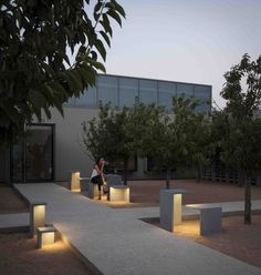 Empty outdoor light designed by Xuclà. http://www.vibia.com/en/lamps/show/id/413010/outdoor_lamps_empty_4130_design_by_xucla.html?utm_source=pinterest&utm_medium=organic&utm_campaign=empty