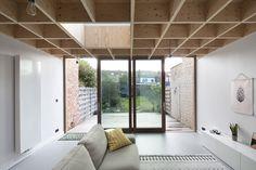 PVK Kessel-Lo - Gelijkvloerse uitbreiding van een rijwoning door OFFICEU architects for urbanity - foto door Maxime Delvaux