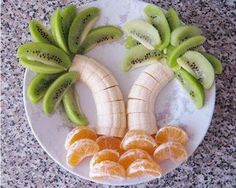 Beautiful fruit arrangement to entice your children into eating their daily serving of fruit!  Great for parties too.