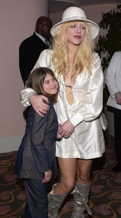 See Courtney Love and Frances Bean Cobain's Best Mother-Daughter Red Carpet Appearances Photos Kurt Cobain Style, Nirvana Kurt Cobain, Frances Bean Cobain, Courtney Love 90s, Musician Photography, Women Of Rock, Leo Women, Evolution Of Fashion, Best Mother