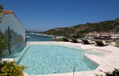 Grand Hotel Poltu Quatu in Costa Smeralda: the incredible Presidential Suite's terrace with the jacuzzi pool.
