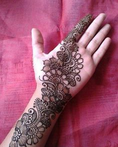 No occasion is carried out without mehndi as it is an important necessity for Pakistani Culture.Here,you can see simple Arabic mehndi designs. Simple Arabic Mehndi Designs, Henna Tattoo Designs Simple, Full Hand Mehndi Designs, Mehndi Designs 2018, Mehndi Designs For Girls, Henna Art Designs, Mehndi Designs For Beginners, Mehndi Designs For Fingers, Beautiful Henna Designs