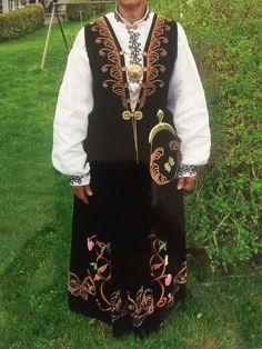 Folk Costume, Costumes, Folk Clothing, Bridal Crown, Larp, Traditional Outfits, Norway, Wedding Jewelry, Textiles