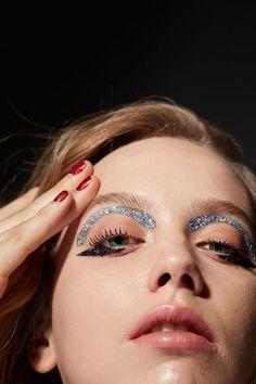xtra eyebrows in glitter